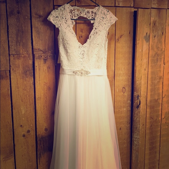 Allure Bridals Dresses & Skirts - Allure Bridals Romance Wedding Dress